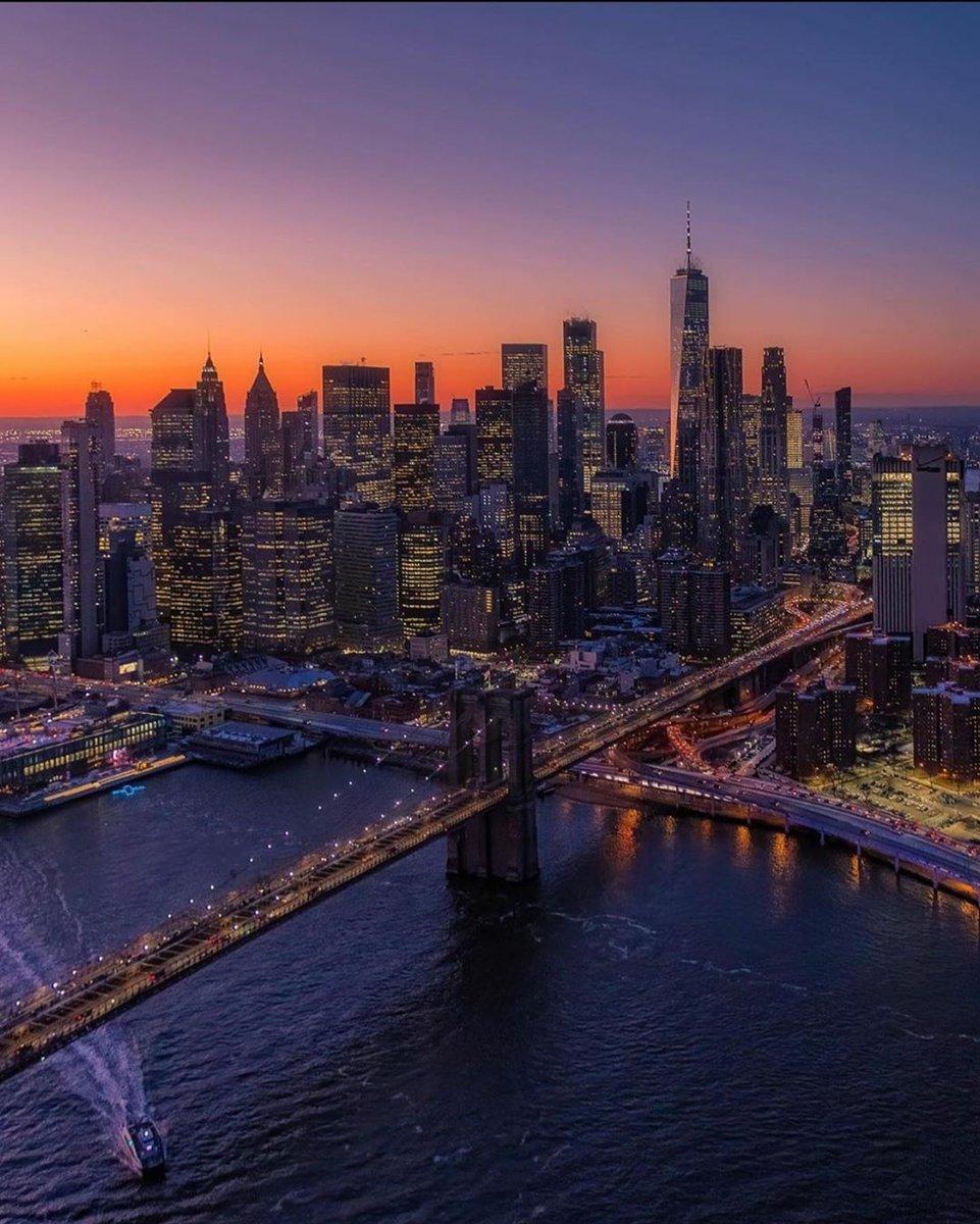 """Live with no excuses and travel with no regrets"" ~ Oscar Wilde  @m_cannon_photos  #newyorkerhotel #nyc #travelnyc #travelwithnoregarts #owtc #explorenyc #oneworldtradecenterpic.twitter.com/aXXUobNZ9j"