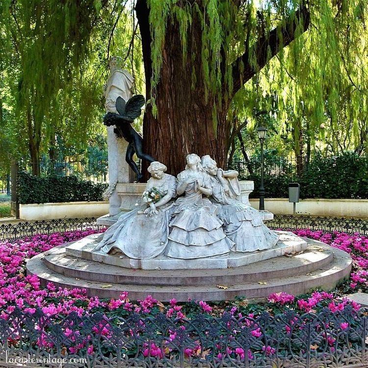 ¿Qué es poesía?, dices mientras clavas en mi pupila tu pupila #azul. ¡Qué es #poesía!, ¿Y tú me lo preguntas? Poesía... eres tú.  #gustavoadolfobecquer #becquer #sevilla #rimasyleyendas #amor #poetry #poet #sevillagram #sevillacity #quote #citas #frasesdeamor #frases #quotespic.twitter.com/EeplITAl7Z