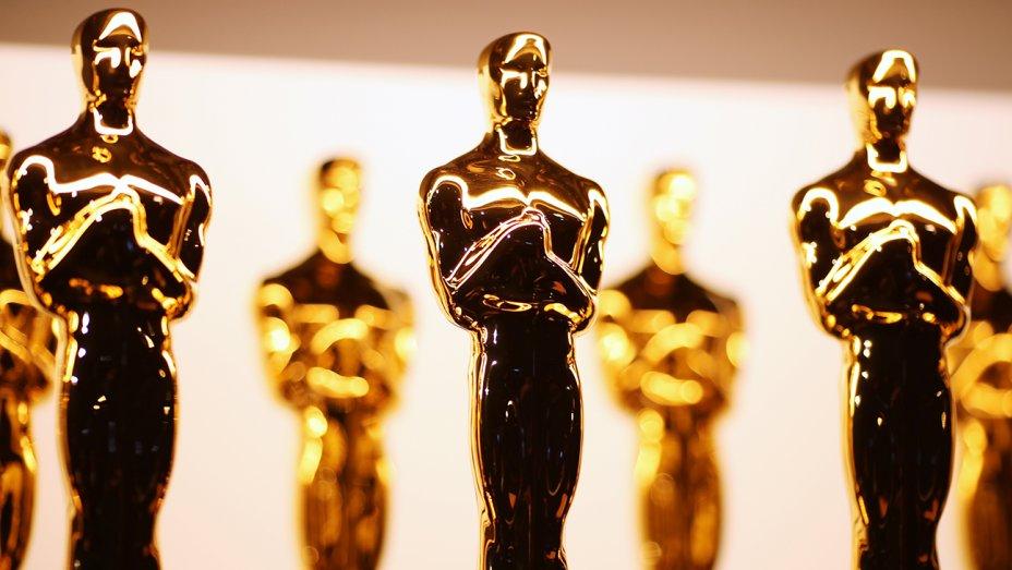 Oscars 2020: Joker tops the nominations with 11 nods  https://www.filmandtvnow.com/oscars-2020-joker-tops-the-nominations-with-11-nods/…  #Oscars2020 #Oscars #AcademyAwards #AcademyAwardNominations #Joker #MarriageStory #1917 #JojoRabbit #OnceUponATimeInHollywood #Parasite #TheIrishman #FordvFerraripic.twitter.com/Gv9ovyoYM2