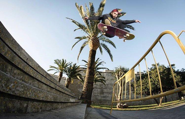 #skateboarding #sk8 #skateanddestroy #skateboardingsavedmylife #skate4life #cadizpic.twitter.com/ko3KuFg7g3 – at calle cadiz