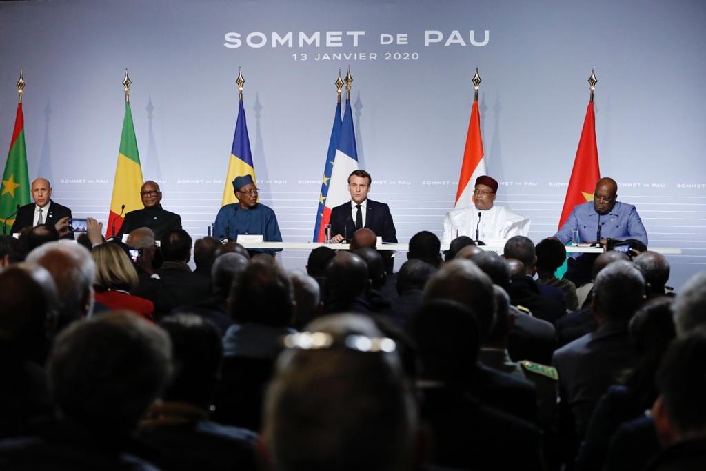 Ce soir au dîner de travail clôturant le #SommetdePau consacré au #G5Sahel, nous avons mis en place les bases d'une mobilisation renforcée contre le terrorisme, et pour la stabilité au #Sahel. Nous devons amplifier nos efforts. Prochain rdv des leaders en mars à #Bruxelles#EUCO