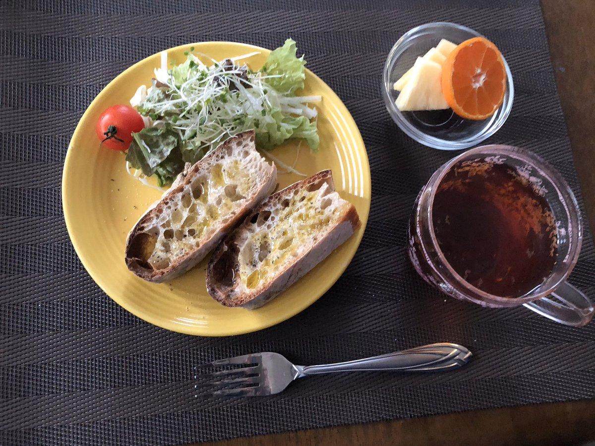 おはようございます☀今朝の #朝食#ロデヴサラダパイナップル みかん#LUPICIA piccolo 風邪は大分良くなったと思います♪#珈琲 は #グァテマラカントリークッキーとともに♪我が家のカントリークッキーのレシピはこちら♪サクサクで超簡単!