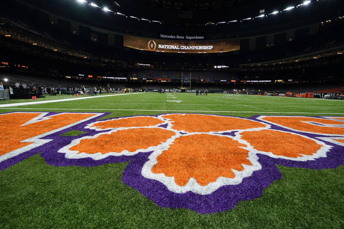 The POWER of the PAW   #ClemsonFamily, don't take this for granted — these are special times! Tonight, we play in our fourth #NationalChampionship in the last five years!   What a time to be a Tiger!   #ALLIN<br>http://pic.twitter.com/ujMPOHzWrn
