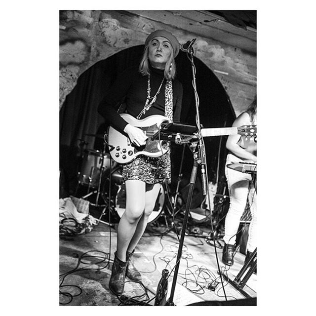 Here's the last sighting of the blonde version of me fronting @inthedeadzoo last Friday at @shacklewellarms  Neil Anderson #guitarist #frontwoman #live #music #bandphotography #livephotography #gigphotography #london #gibsonguitars #gibsonsg #postpunk… http://dlvr.it/RMzsGWpic.twitter.com/QSZTtbgKbG