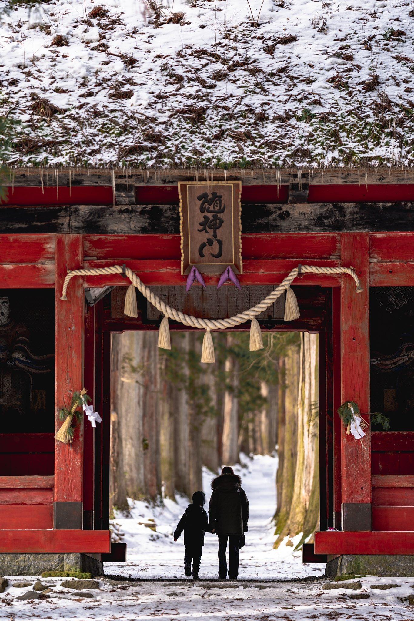 長野県「戸隠神社」の赤い門をくぐった先が異空間すぎて震えた!!!