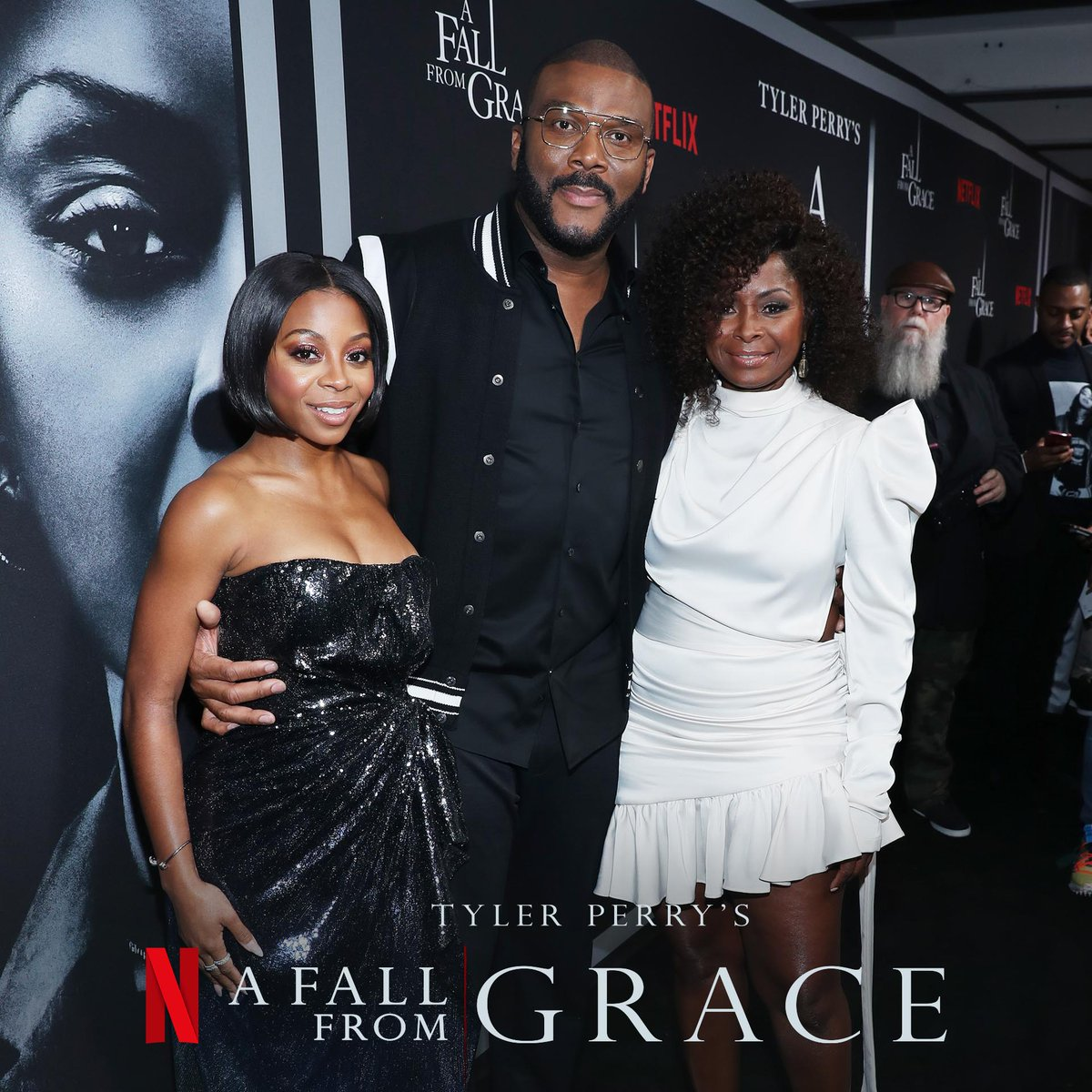 A Fall From Grace premiere was tooooo crazy!! You guys HAVE to see this movie!!! Coming out this weekend on @netflix. You guys aren't ready!! #AFallFromGrace 📷: @bennett_raglin