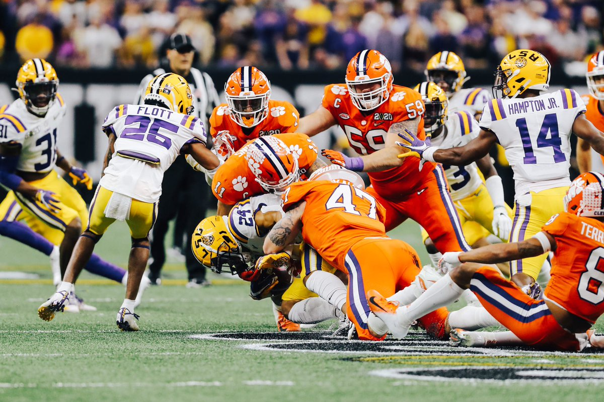 The Clemson defense starts the second half with a big stop, including a Skalski sack on third down! #ALLIN