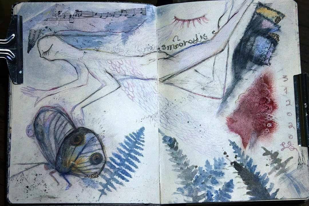 Good morning, night  sketchbook  I'm making some sketches like I draw what I'm thinking with some new tools and ideas but it's mostly intuitive drawing  #artjournalpages #artjournal #whimsicalart #mystical #seabed https://www.instagram.com/p/B7S2ZisnxcL/?igshid=1o78r0xw6zj5u …pic.twitter.com/YkPsVD2O5U
