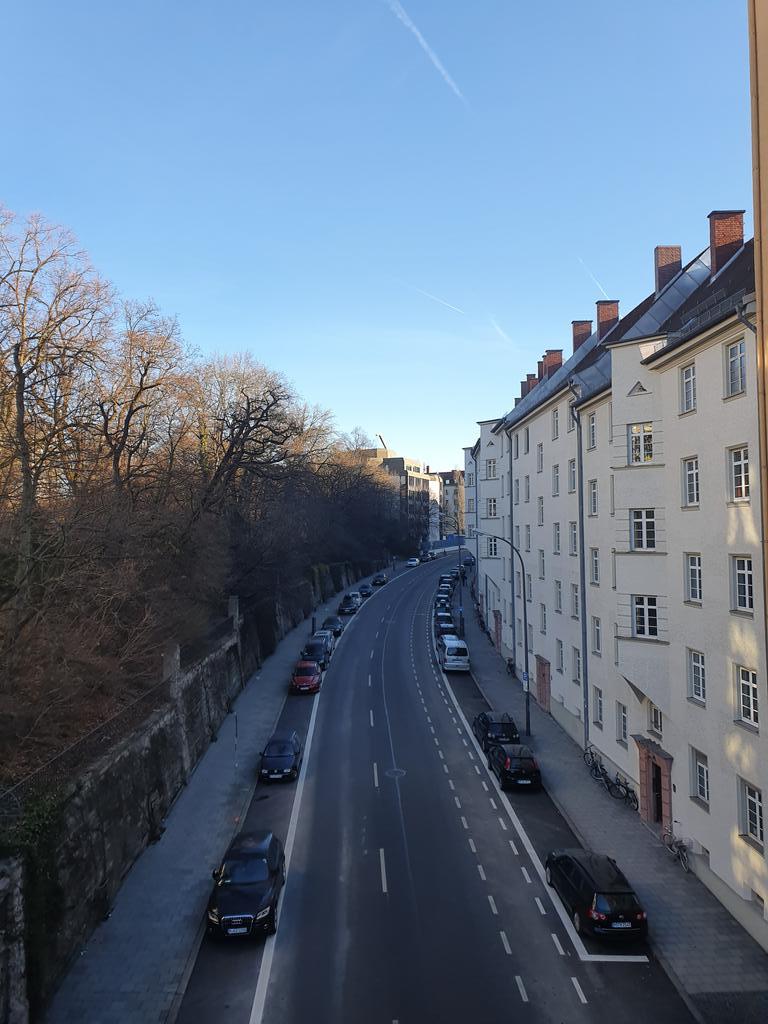 #urban #urbanandstreet #streetview #streetphotography #drevored #above #zgoraj #kampadanes #nasvetzaizlet #worldplaces #worldcaptures #januar2020 #dein_bayern #citiesofeurope #europeancities #cityexplore #withgalaxy