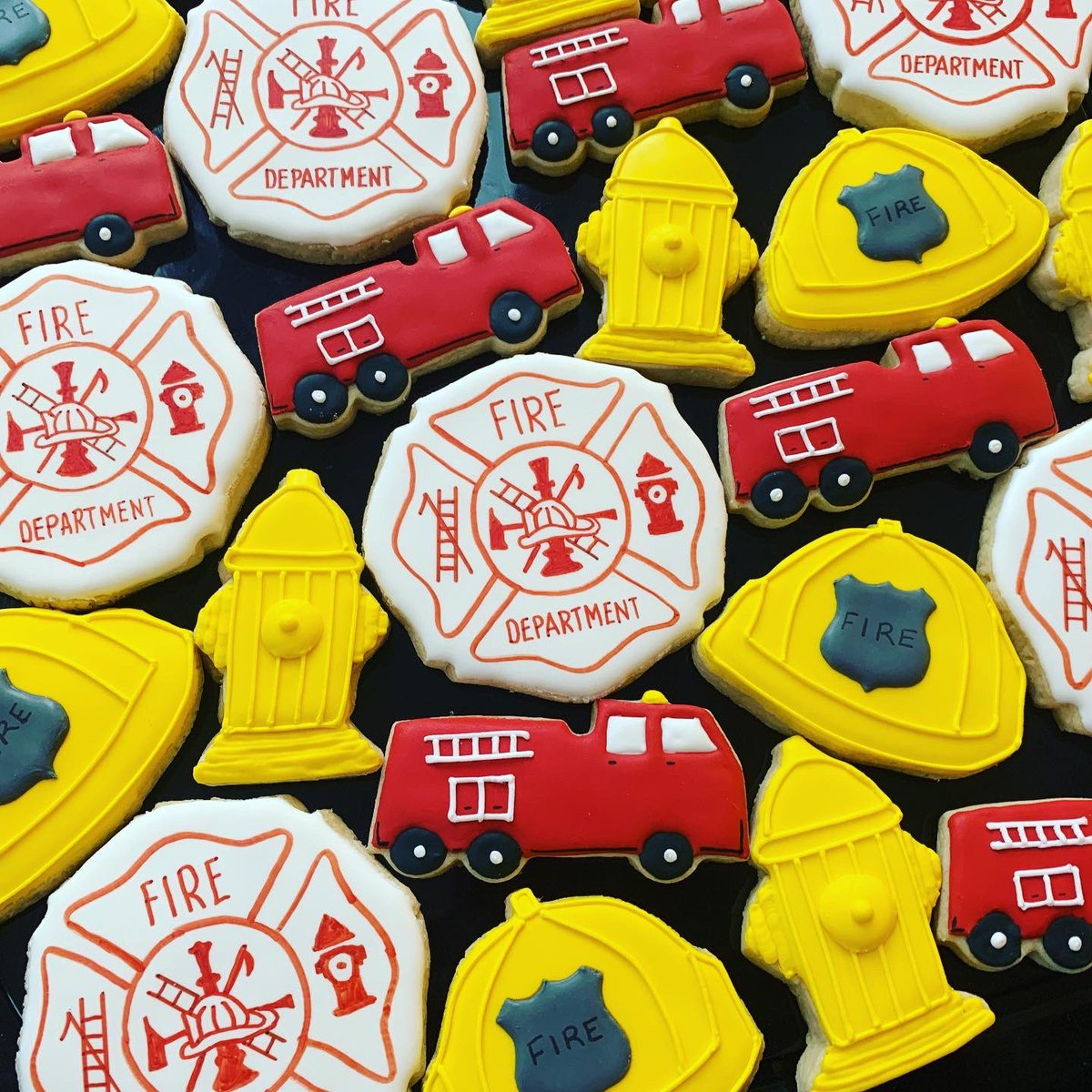 Love how these firefighter crests turned out for a new recruit! Congrats!  Cookies were all hand cut #sweettreatsbynadia #cookiedecorating #firefightercookies #firefightercrest #ygklocal #firstrespondercookiespic.twitter.com/TLGJSnFE02