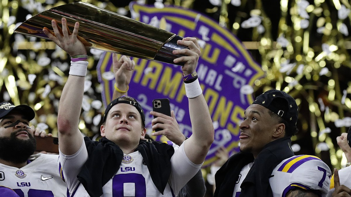 And the college football national title goes to....  #Clemson #LSU #collegefootball #MercedesBenzSuperdome #NewOrleans #nationalchampionship  https://bit.ly/2NpJtVF pic.twitter.com/lhhotT8zst