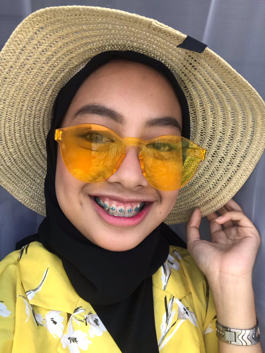 How lovely Yellow is #iKONICSelcaDay <br>http://pic.twitter.com/T8atRVMz73
