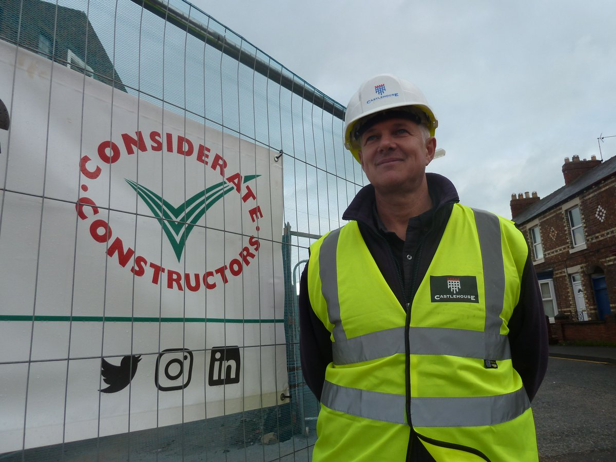 Leeds-based @CastlehouseCon has been recognised as a #Considerate #Constructor with accreditations across three of its #Yorkshire sites for leading national retailer @LidlGB, as well as a new #retail, #leisure and #business destination in #Northallerton! pic.twitter.com/vsS3YFYYpl