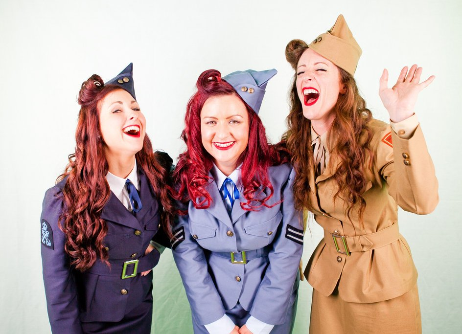 The 75th anniversary of VE Day is being celebrated across the UK this year 🇬🇧 The bank holiday weekend commencing May 8th will see many #1940s themed events taking place! 🎙️  Visit our website now for the best 40's and Vintage singers 👉 https://t.co/EnnlvTHsZe #VEDay75th #VEDay https://t.co/6znRgFJ03f