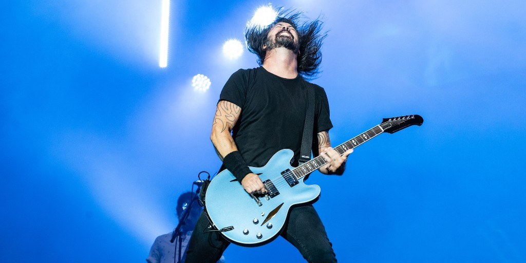 Celebrating his 51st birthday today is legendary rock star #DaveGrohl.  The drummer with @Nirvana, he went on to form @foofighters who became one of the biggest rock bands in the world, selling over 12m copies of their first 3 albums in the USA alone.  http:// wave105.com/listen     <br>http://pic.twitter.com/0J4Jc2ezzP