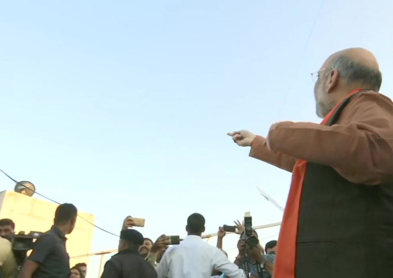 HM Amit Shah flies kite from roof-top of a building in Gujarat, shows his kite flying skills and cut a few kites