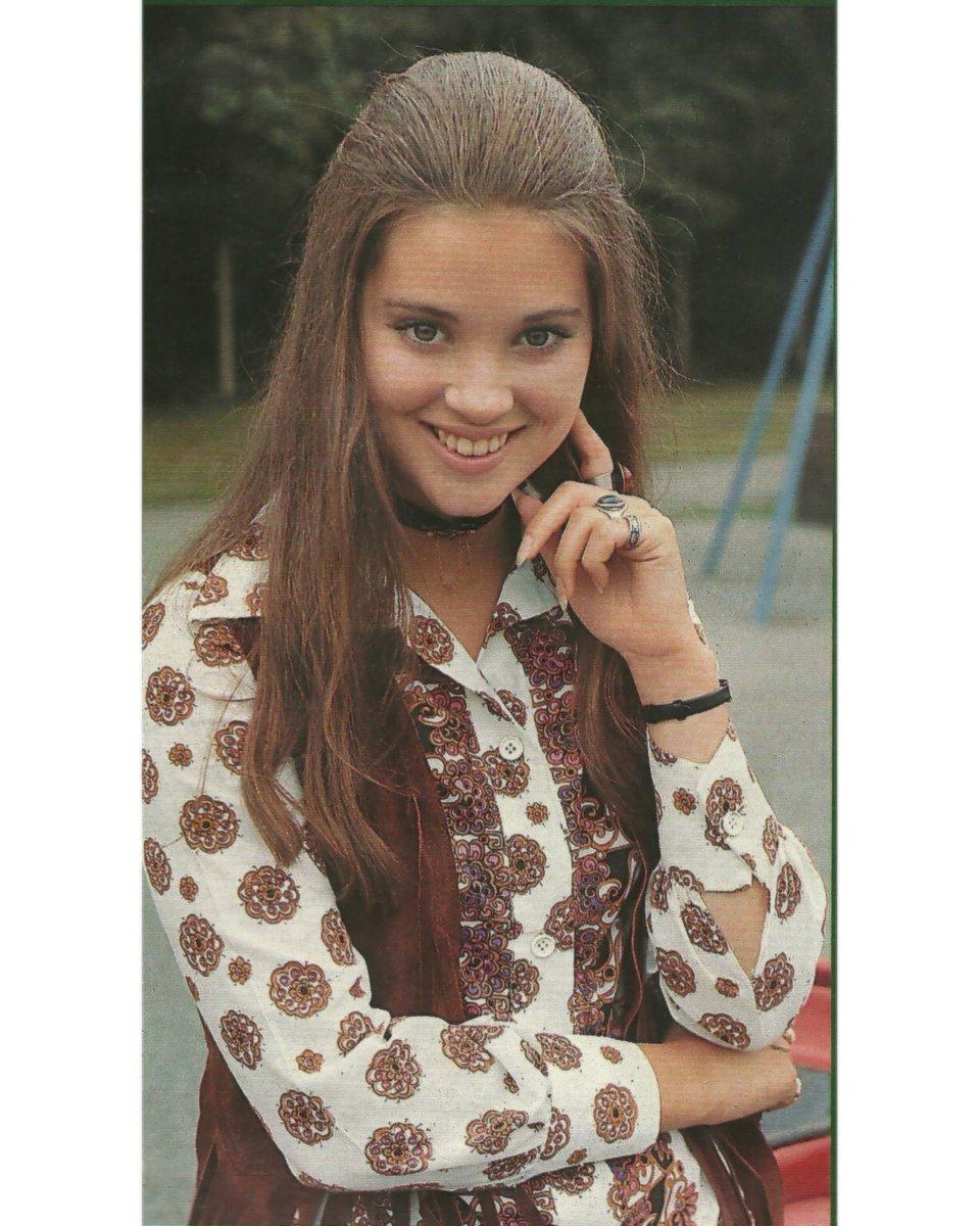 #LynneFrederick #circa1970 #teenqueen #LynneFrederickFanPage #EnglishRose • #celebrities #vintage #movies #films #cinema #photography #beautiful #1970s #british #beauty #beautifulwoman #movie #actress #beautifulsmile #britishculture #mostbeautifulgirlintheworld #angelfacepic.twitter.com/ApH2WY7JLi
