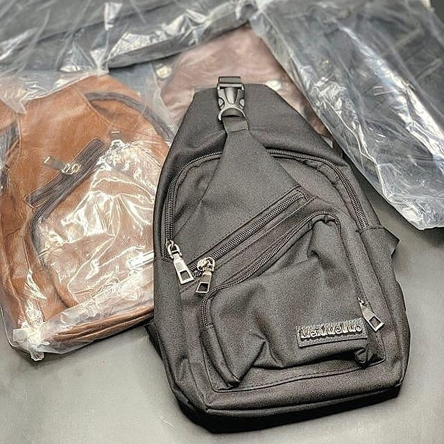 Quick question: why is a bag like this necessary? Leave your answer in the comment section  Get this bag for just 3,500 naira before it goes back to it's original price. DM NOW #baddbwoybill #shoponline #slaywithless #slayonbudget #shoppinginlagos #wannekawoman #lekkigirls pic.twitter.com/ISZnRZwpu4