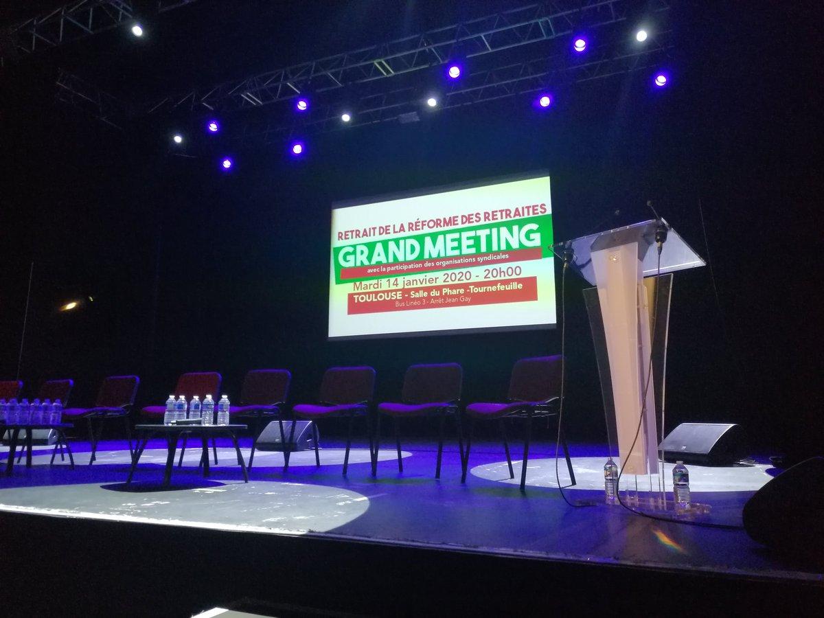 Dans les starting-blocks !  En place pour le Grand Meeting ! #MeetingToulouse #meetingretraites #ReformeRetraites #greve14janvier <br>http://pic.twitter.com/aG9UajIB4e