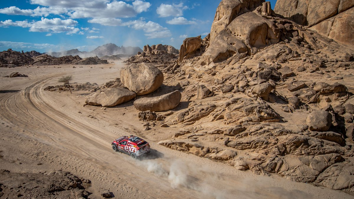 The drive may be tough, but the scenery is stunning in Saudi Arabia for the @dakar. 🔥   @cris_tortu drives the Mitsubishi #EclipseCross.
