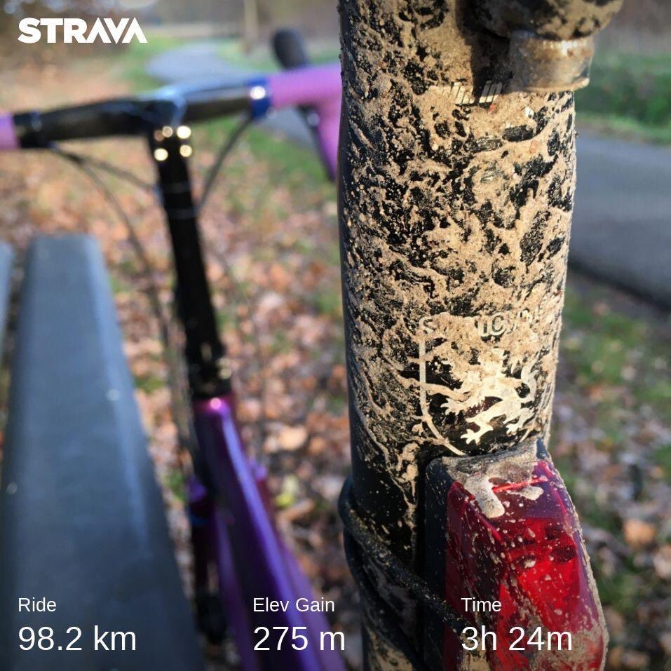 After the ride… 一見ドライでも結局は泥にまみれるのがフランダース。 #stravacycling #cyclinglife #cyclinglove #自転車のある風景 #racebike #roadcycling #travelbike #minivelo #smallwheels #ロードバイク #ディスクロード #小径車 #ミニベロ #ミニベロロード #自転車旅 #サイクリングpic.twitter.com/rVA6HuWlG4