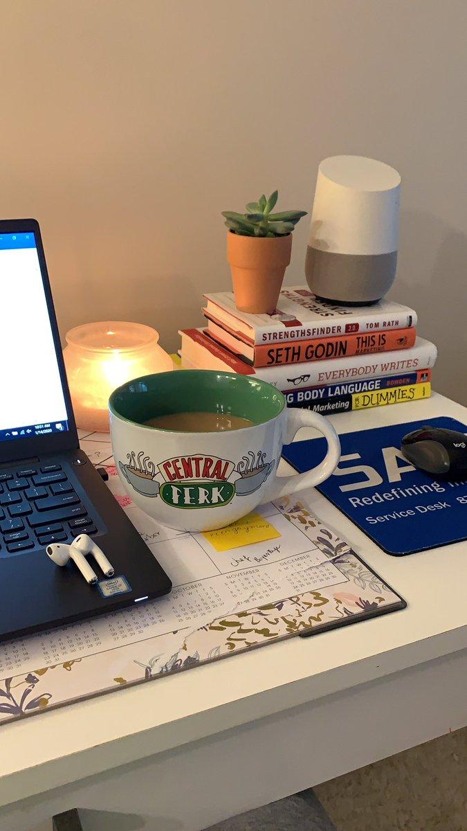 ~work vibes~ #whereiwork #deskviewspic.twitter.com/EGZcn505ik