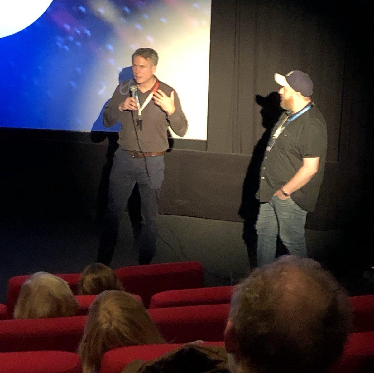 Nous profitons du @tromsofilmfest pour regarder le documentaire canadien « Sovereign Soil » et pour rencontrer son talentueux réalisateur David Curtis. Quelle résistance incroyable des agriculteurs cultivant la terre dans la nature sauvage de la région subarctique ! #TIFF20
