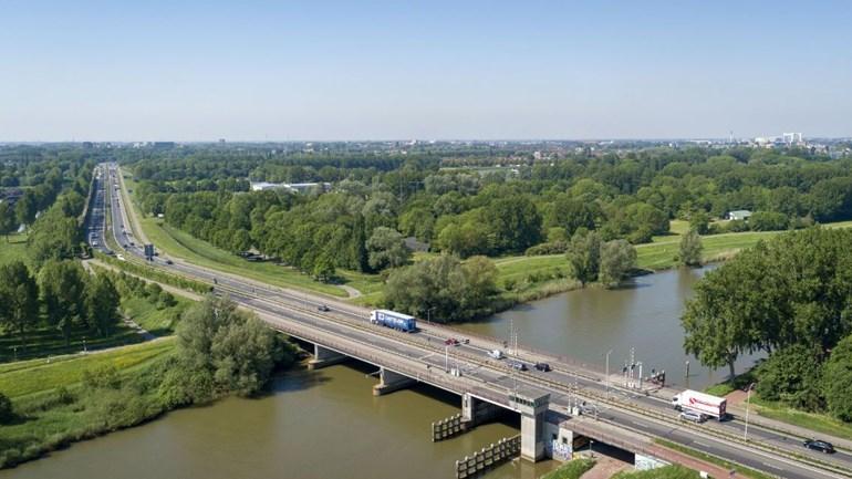 De @ravzhz Zuid-Holland Zuid en de @BrandweerZHZ richten tijdelijk een extra #uitrukpost in Dordrecht in.