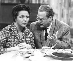 Wie hieß diese Fernsehserie von 1960? #gefragtgejagtspezialpic.twitter.com/tyg0jk8ioq