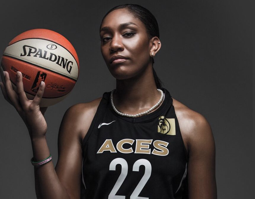 Big news for the @WNBA!  The WNBA's top players' salaries will triple.   For the first time in WNBA history, the average base salary for players will exceed six figures.  More on the salary changes:  http:// cmplx.co/ux4Tynx    <br>http://pic.twitter.com/yWUqLUP5YH