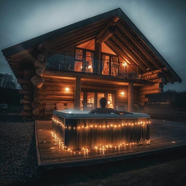 Cabin life at Hidden River Cabins  who would you bring? Photo by @harry.t.baker #hiddenrivercabins #cabinlife #cabinlove #logcabinswithhottubs #nightsky #cabinporn #logcabinstylepic.twitter.com/NiKKbTb4TZ
