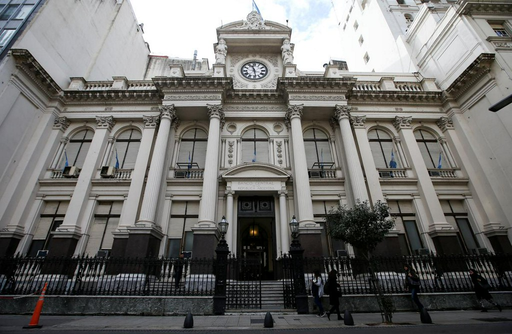 Buenos Aires province seeks to delay payment to bondholders due this month https://reut.rs/2uMdt7D