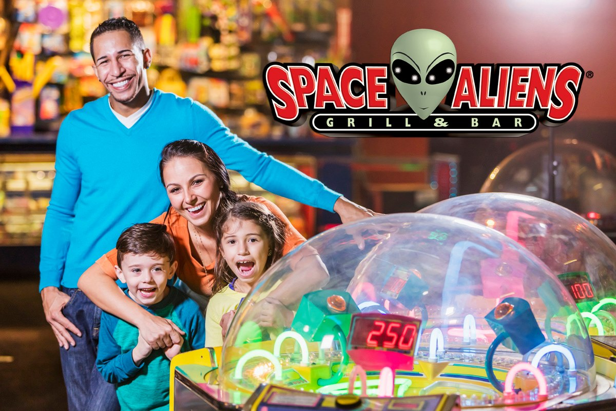 Give your little earthlings a space escape! Good food, great games, and a GALAXY OF FUN! #pizza #pizzaparty #pizzalover #tokentuesday #arcade #arcadegames #arcadebar pic.twitter.com/VeBjdTfY41