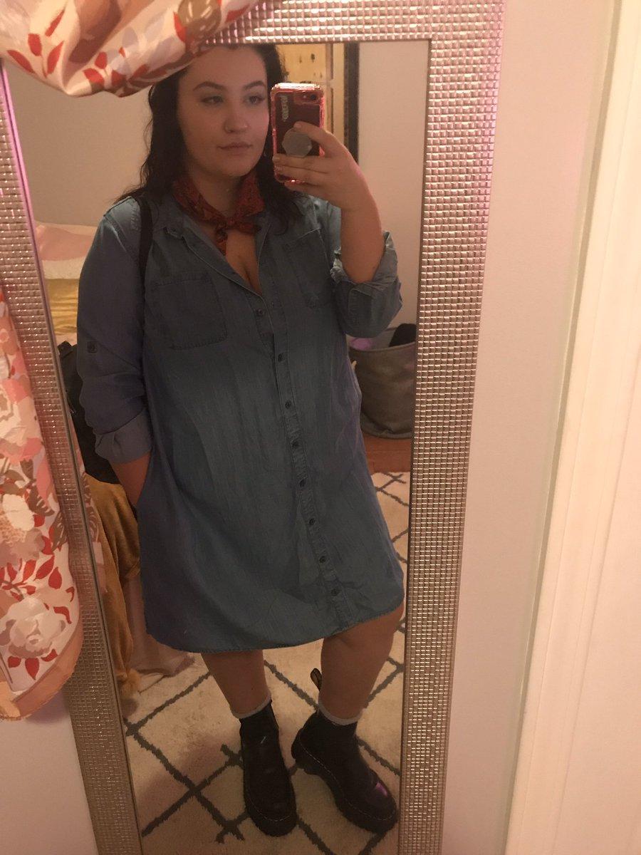 now i'm dressed like a lifestyle blogger  https:// twitter.com/humanmisspiggy /status/1217223573271719937  … <br>http://pic.twitter.com/GwzaDqKP5a