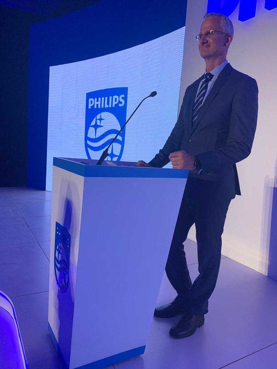 CEO of Philips Africa, Jasper Westerink, kicks off the night highlighting Philips' focus on healthcare. #FutureOfHealthCare  #NewDecadeFreshStart https://t.co/AVyhmtFEFZ