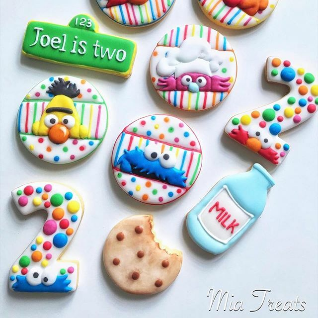 Fun and festive Sesame Street cookies!  #Repost @mia.homemade.treats ・・・ Continuing with our ABC ...  . . . #mymiatreats  #cookieart  #decoratedcookies #decoratedcookiesmalaysia #royalicing  #royalicingcookies #icingcookies  #cookiedecorating #myedi… https://ift.tt/2QU2n9ppic.twitter.com/AfFJ42v6AS