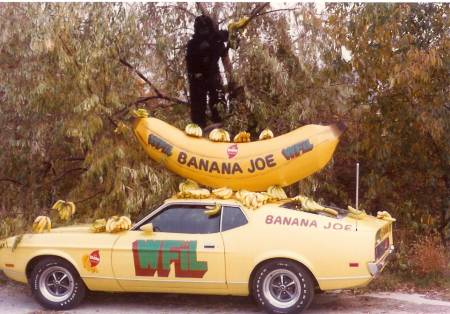 Man 1975 pop was truly painful ... thank GOD I was only 12 and ate it all up without a care in the world ... I remain a WFIL kid forever... #BananaJoeMobile #tttxpn