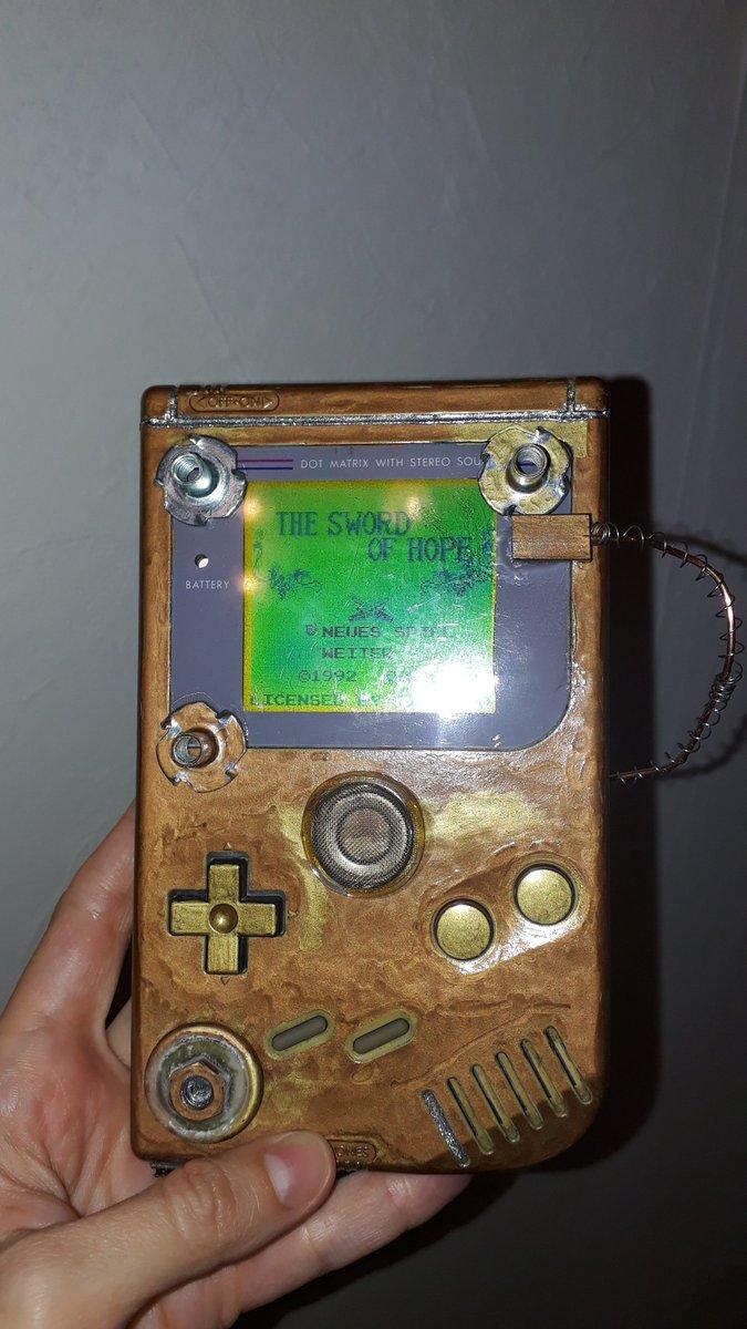 #Geek Awesome of the Day: #Steampunk ⚙️ Golden #Nintendo #Gameboy via @Doloread #SamaGeek 🤓