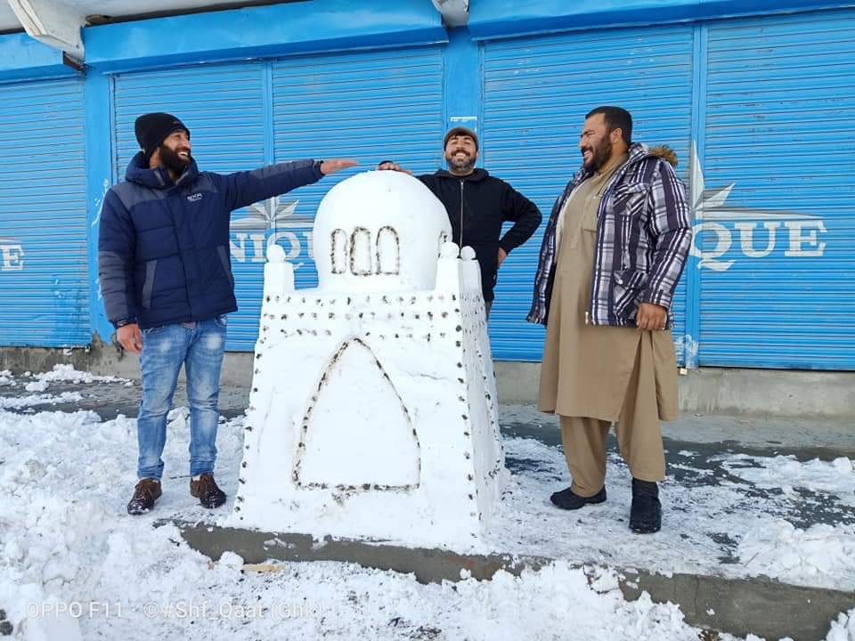 A snow #sculpture of #MazareQuaid made by a group of youth in Gahkuch city of District #Ghizer, #Gilgit #baltistan
