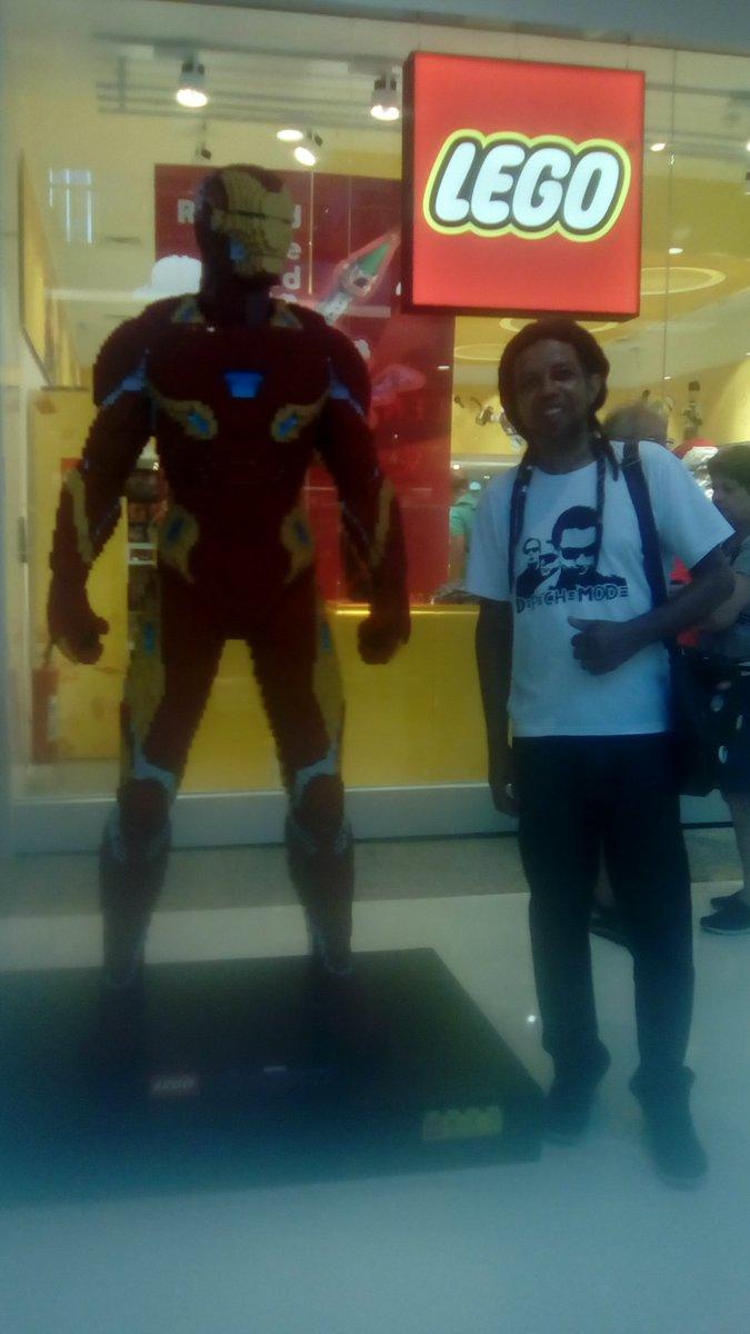 #homemdeferro #ironman #stanlee #marvel #lego #legostore #legomarvel  #legoland #marvelcomics #vingadores #osvingadores #avengers #theavengers #robertdowneyjr #tonystark #jackkirby #starkindustries #thanos #starktower #barrashopping #barradatijuca #stanleeforever #stanleecomicconpic.twitter.com/5DAxCW0t0X