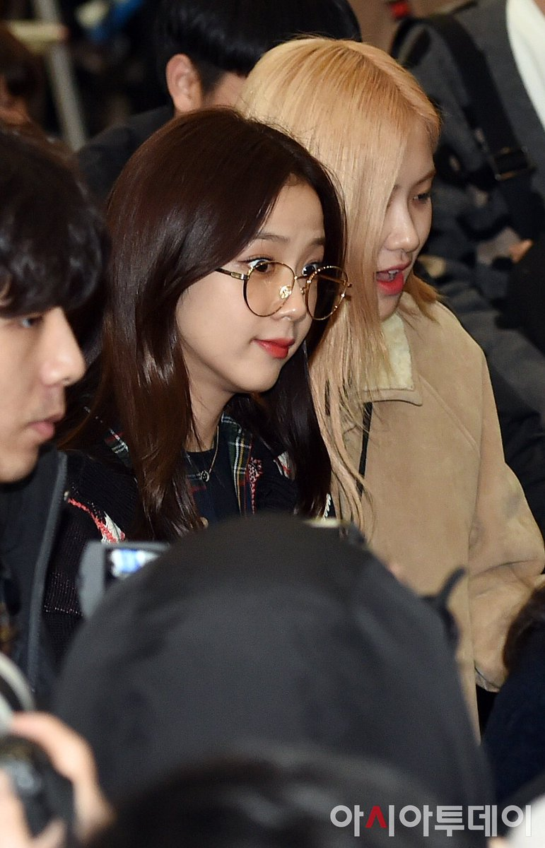 RT @JISOO_MEDIA: [press] 200115 back in korea #블랙핑크 #지수  #blackpink #jisoo #7YearsWithArtistJISOO https://t.co/Svjr7S0WiI