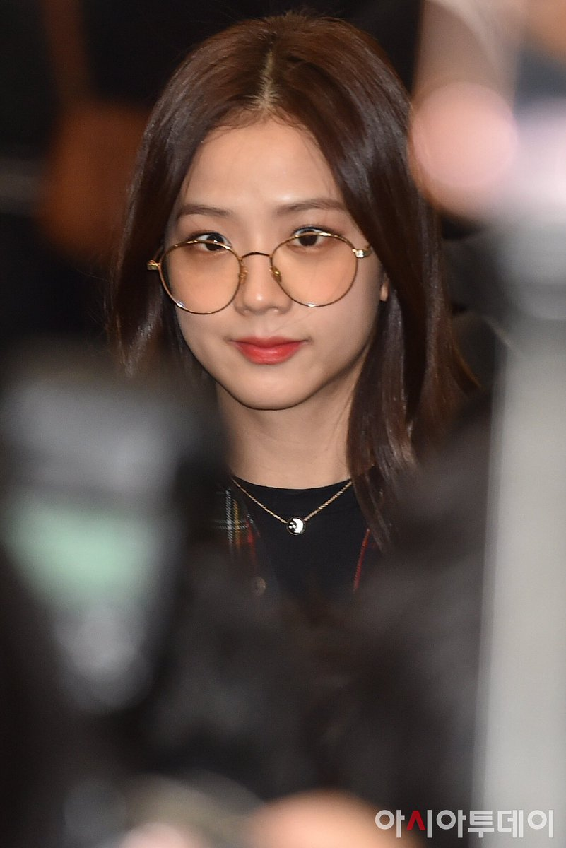 RT @JISOO_MEDIA: [press] 200115 back in korea (2) #블랙핑크 #지수  #blackpink #jisoo #7YearsWithArtistJISOO https://t.co/AfDrQ8ojIU