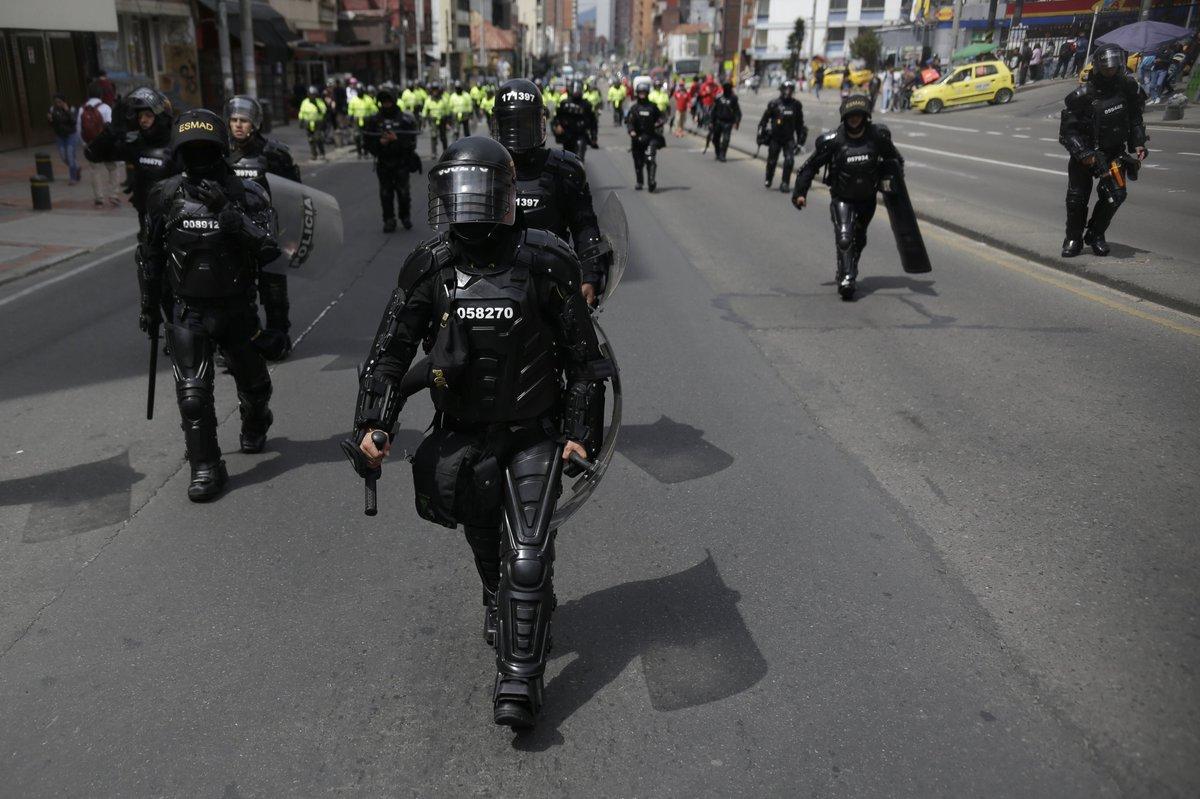 #LoÚltimo Procuraduría pide a la Policía suspensión inmediata del uso de escopeta calibre 12 utilizada por el Esmad para disolver disturbios y bloqueos de vías http://noticiascaracol.com