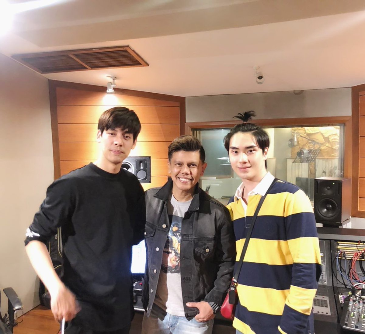IG: axlstep& nextxlstep  J ust finished recording with Tae  and Tee SB5. For the new version of Candy Crush  #เต้ติสชีวิตโลเทค #TEeThanapon #teamtae_darvid<br>http://pic.twitter.com/PG02uNFnLy
