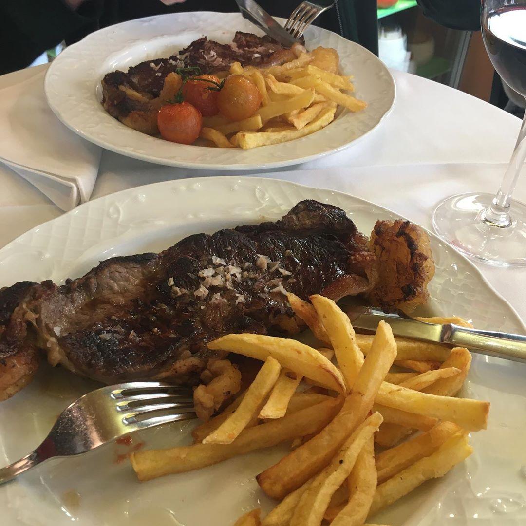 Platos especiales con carnes siempre de primera calidad y ese toque de nuestro chef para que puedas tener el mejor sabor .  ¿Quieres uno así para reponer energías hoy?  #Ronda #Restaurante #comida #carne #carnes #sevillagram #badajozpic.twitter.com/jihZctOohz