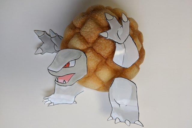 【オモコロブロス】ポケモンのゴローニャのボディに似合うメロンパンはこれだ! (作:たかや)ゴローニャのボディ(岩の部分)を眺めていると、メロンパンの形状を連想しませんか?