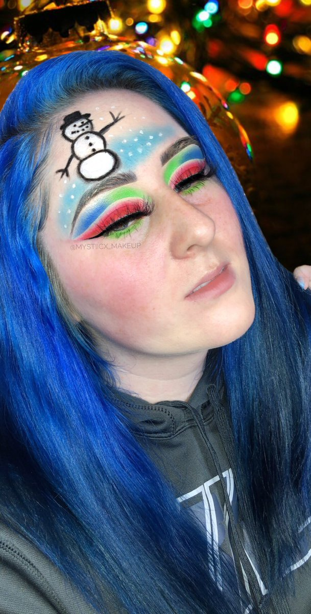 I just need a little snow in my life. #colorfulmakeup #makeup #creativemakeup #abh #norvina #lashespic.twitter.com/hIyyYgW46u