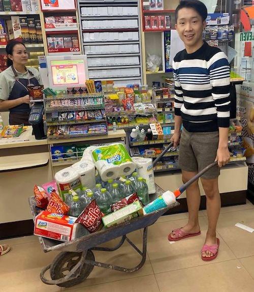 ⬜️ 大喜利みたいになっとる!(笑)レジ袋を廃止したタイで、みんなが実践したマイバッグ?代用品が面白すぎる 今年1月1日から、タイでは大手スーパーやコンビニなどでプラスチック製レジ袋の配布が取りやめになったそうです。… https://t.co/6HsWW4P9QA