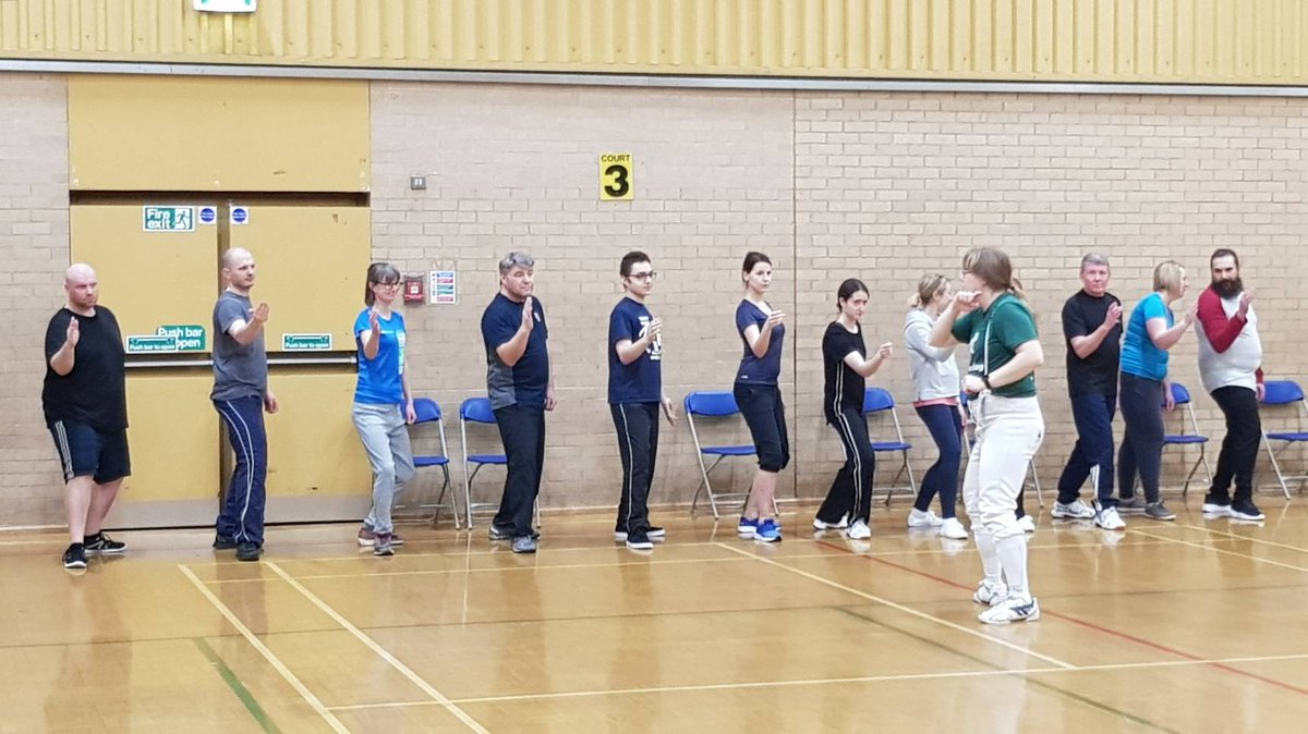 A busy night last night on week one of our beginners' courses. 5 new fencers in the junior section and 13 in seniors. Plus all our hard working regulars. #fencing #fencingclub #fencinglife #Nottingham #clifton #westbridgford #ruddington #notts #nottinghamshirepic.twitter.com/oKK3rYhWZr