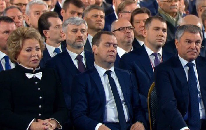 дмитрий песков заснул на совещании фото